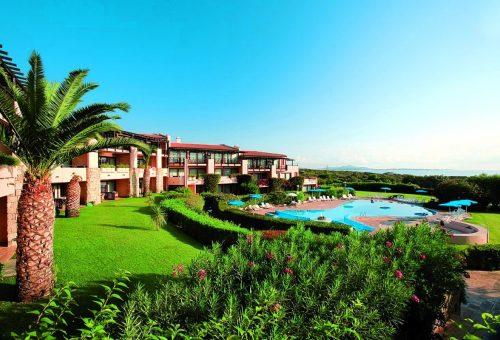 Pohled na hotel Tanca Manna, Sardínie, Itálie.