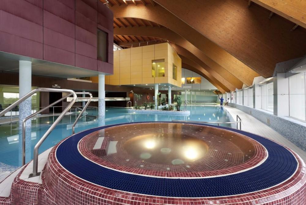 Krytý bazén hotelu Thalasia Costa de Murcia, Mar Menor, Murcia.