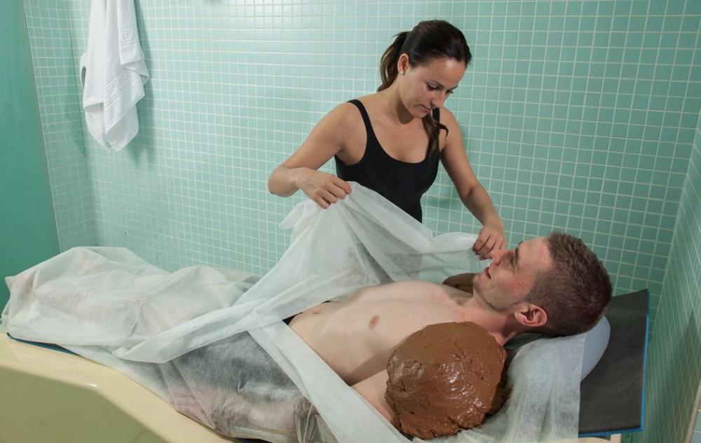 Bahení masáž ve SPA zóně hotelu Thalasia Costa de Murcia, Mar Menor, Murcia.