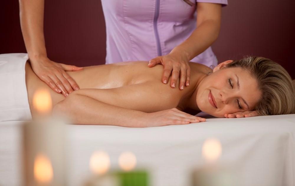 Znamá ale klasická masáž v hotelu Thalasia Costa de Murcia, Mar Menor, Murcia.