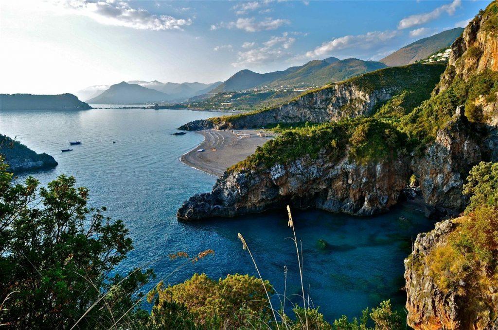 Výhled z městečka San Nicola Arcella v Kalábrii. Foto: Stefano Contin.