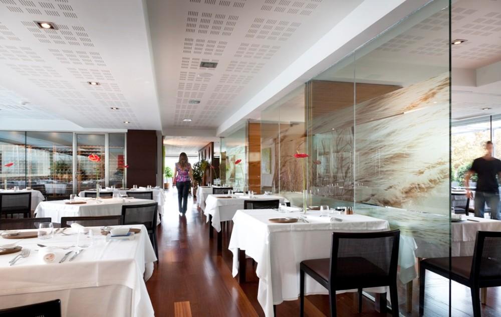 Pohled na hotelovou restauraci Thalasia Costa de Murcia, Mar Menor, Murcia.