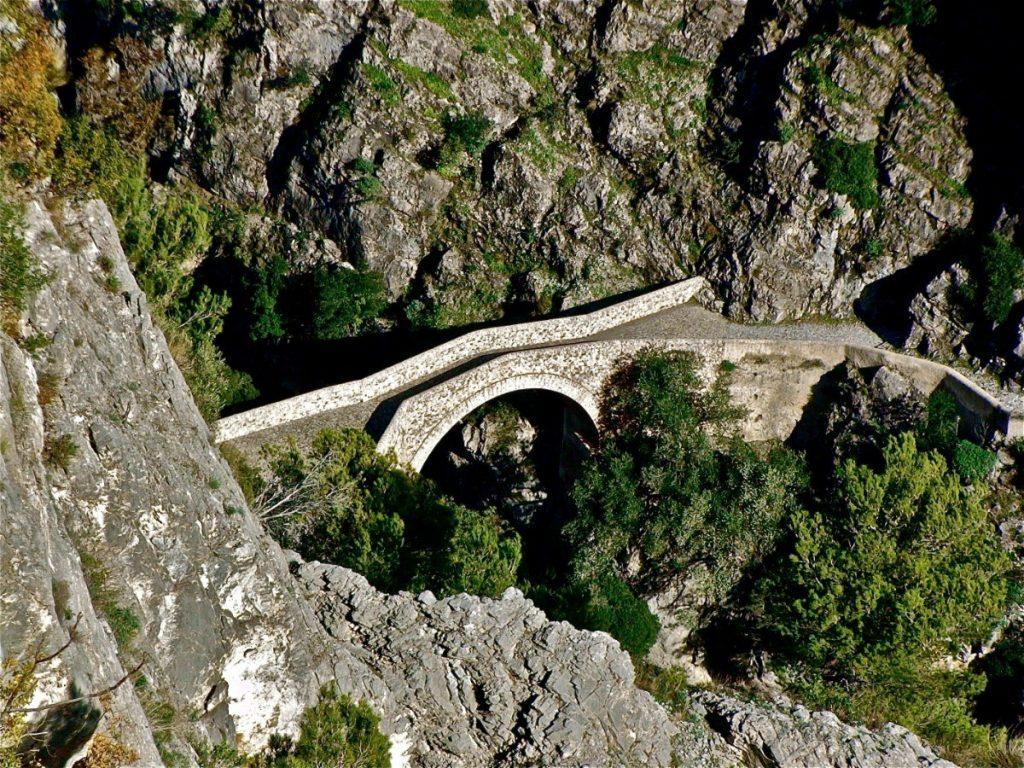 Letecký pohled na Ďáblův most. Foto: Stefano Contin.