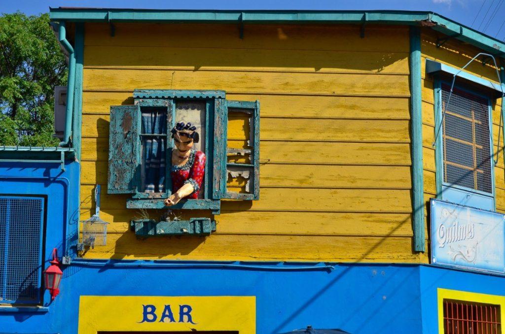 Barevné domky v umělecké čtvrti La Boca v Buenos Aires, hlavním městě Argentiny.