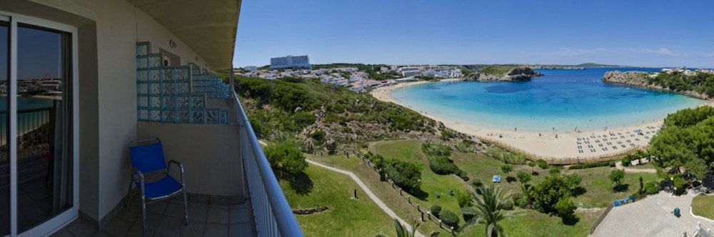 Výhled z balkónu jednoho pokojů na písečnou pláž, CLUB HOTEL AQUAMARINA 3*, Menocra, Španělsko.