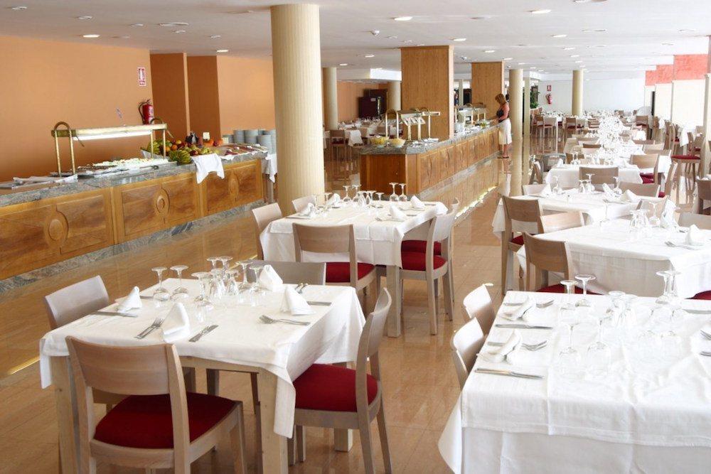 Krásně připravená jídelna hotelu, CLUB HOTEL AQUAMARINA 3*, Menocra, Španělsko.