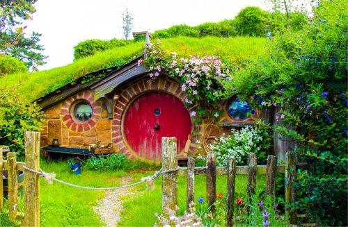 V Hobbitonu se natáčel slavný film Pán prstenů.