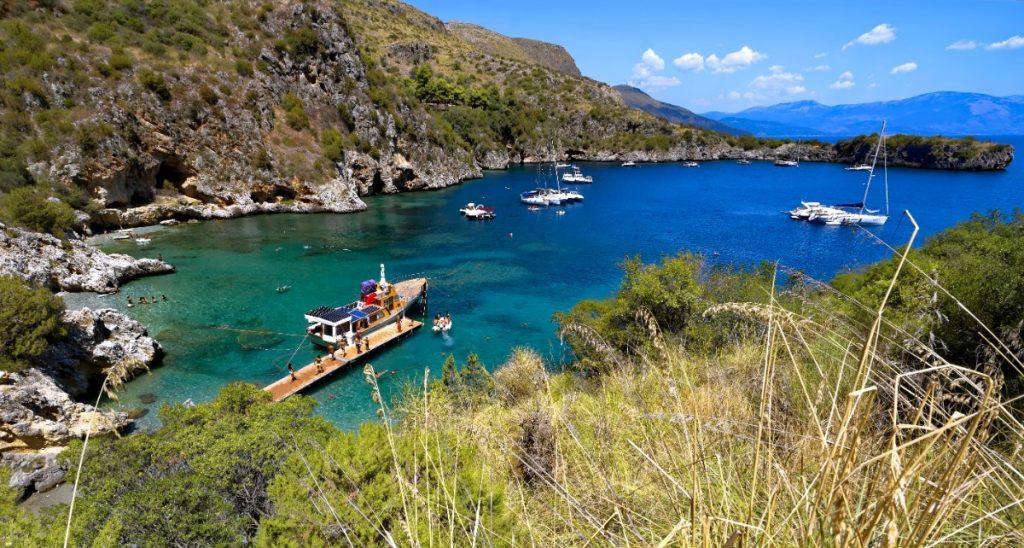 Záliv Porto degli Infreschi je snad nejkrásnějším místem na pobřeží národního parku Cilento.