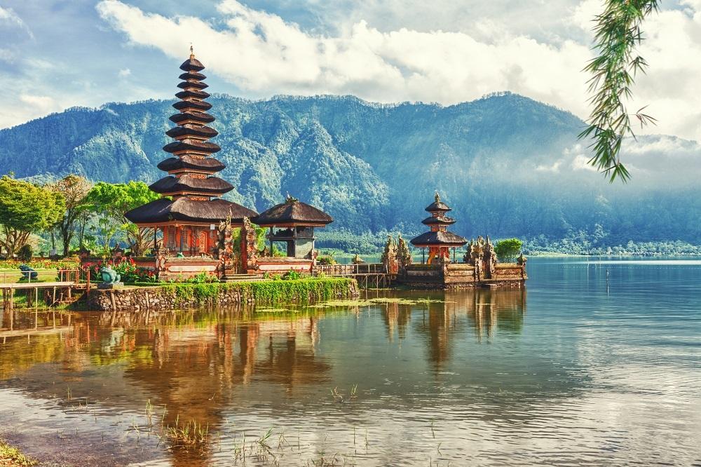 shutterstock_107122712 Pura Ulun Danu temple on a lake Beratan. Bali ÔÇô kopie ÔÇô kopie