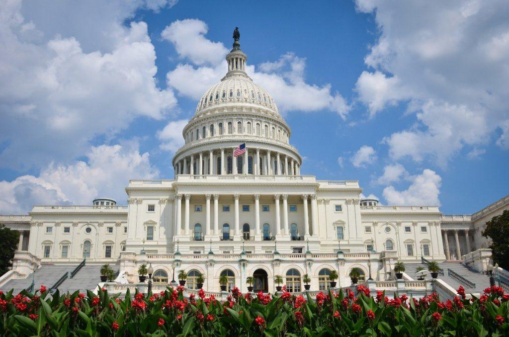 Budova Kapitolu patří mezi nejznámější stavby ve Washingtonu.