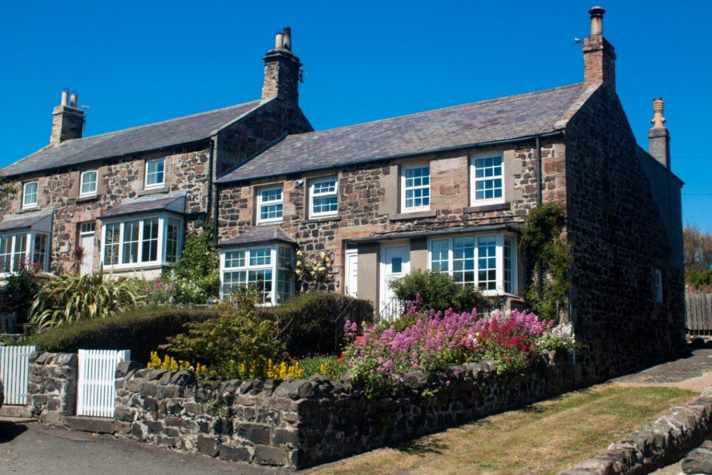 Kamenné domečky jsou pro anglický venkov typické.
