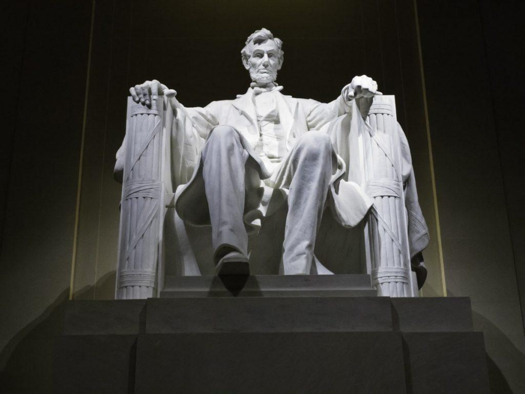 Lincolnův památník ve Washingtonu.