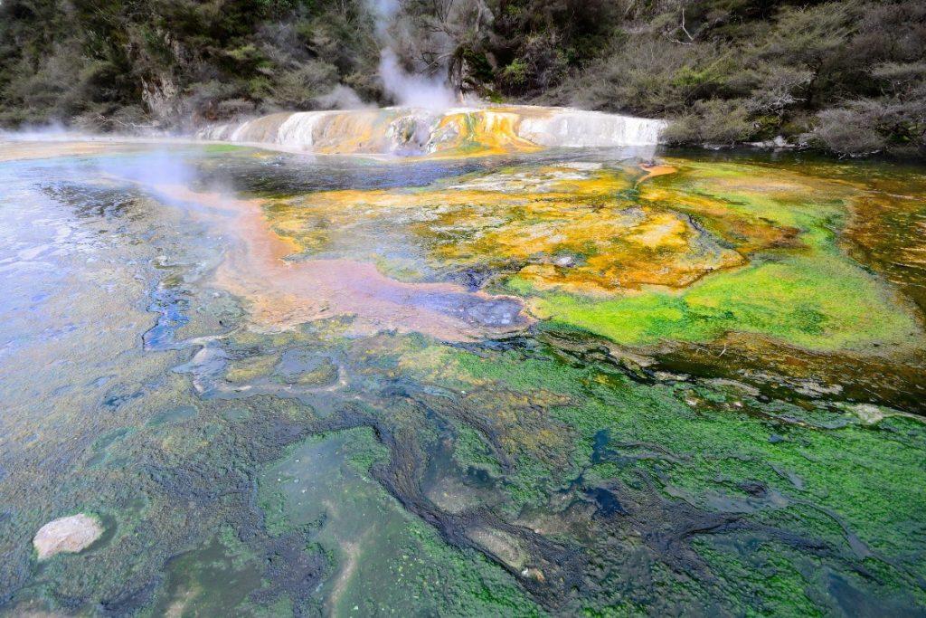 Nový Zéland je horkými termálními prameny proslulý.