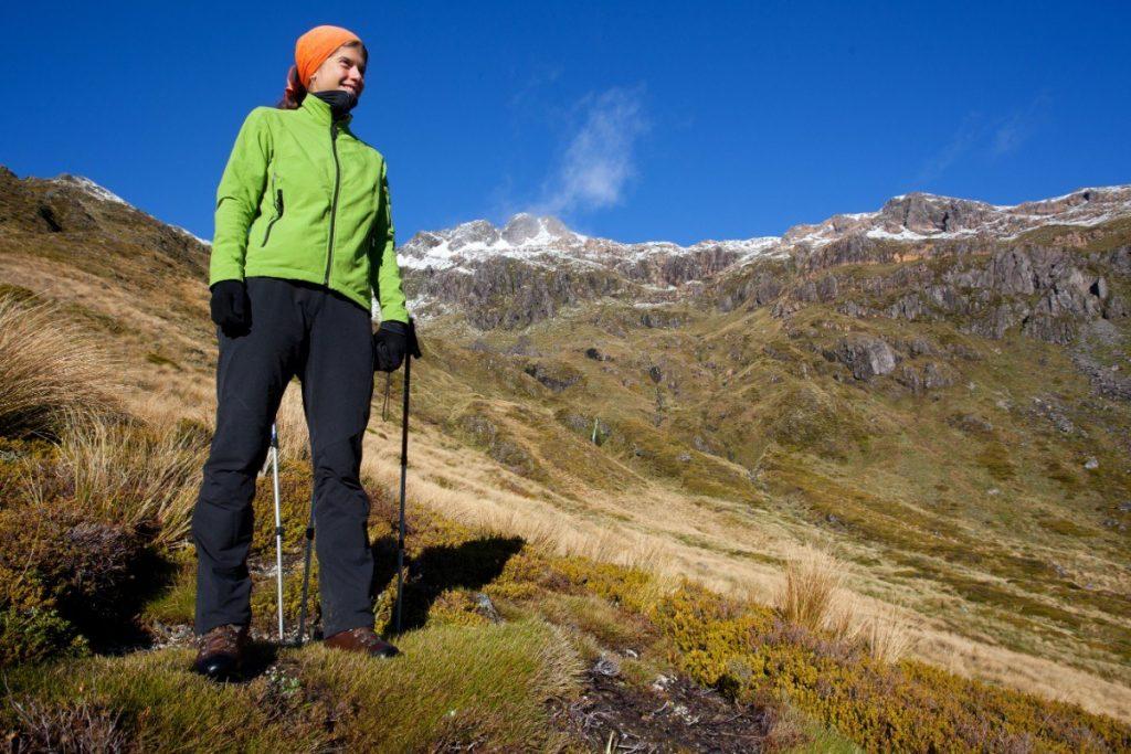 Užijte si turistiku v novozélandských horách.
