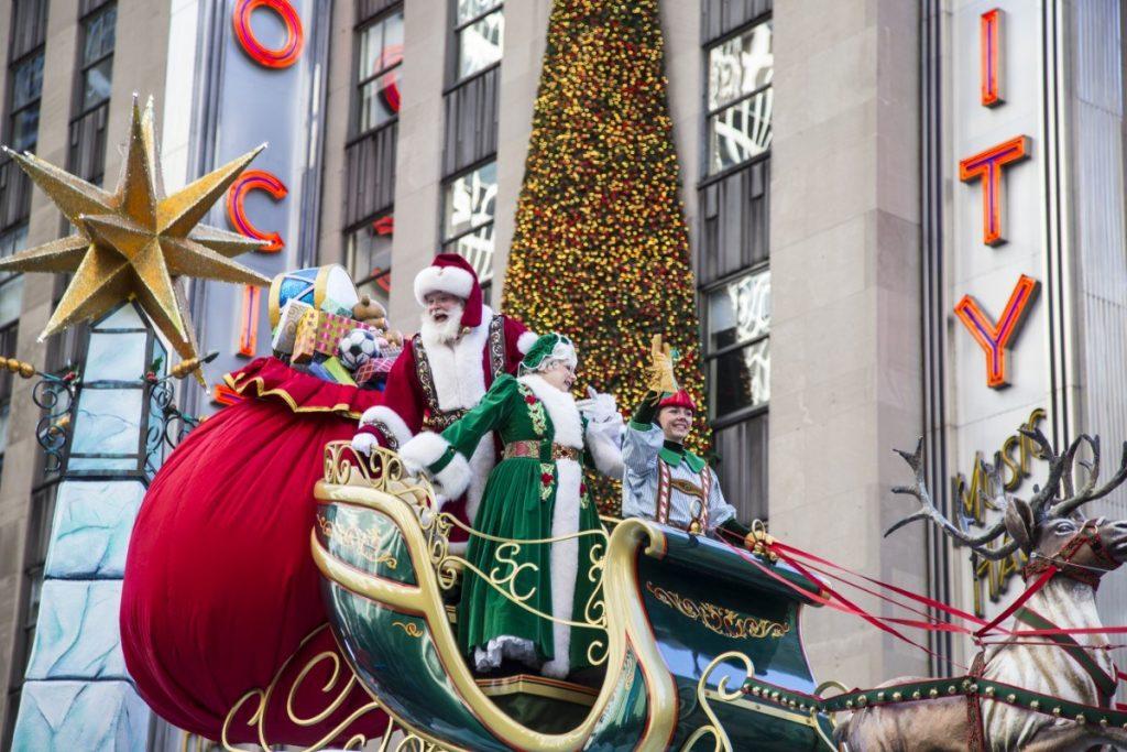 Santa Claus - neodmyslitelná postava Vánoc nejen v New Yorku.