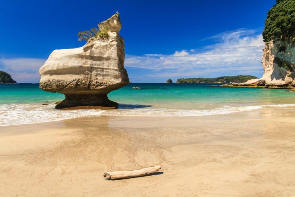 Podél poloostrova Coromandel se nachází překrásné pláže.