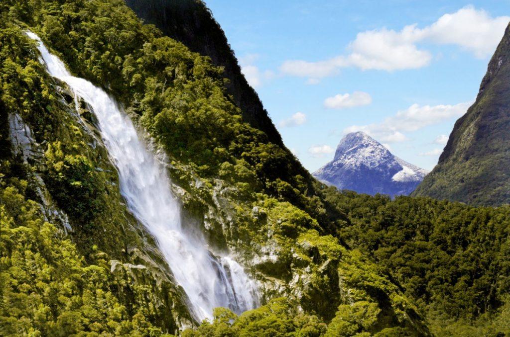 V oblasti fjordu Milford Sound jsou k vidění i krásné vodopády.