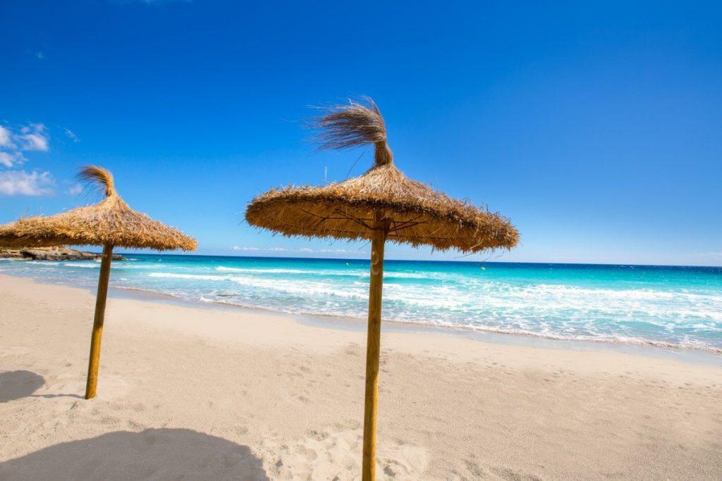 """Klid, pohoda, nádherné moře a více než 200 km pláží - zkrátka """"Karibik Středomoří"""" na Menorce."""