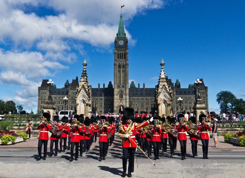 Ottawská budova parlamentu patří k nejkrásnějším stavbám tohoto druhu na světě.