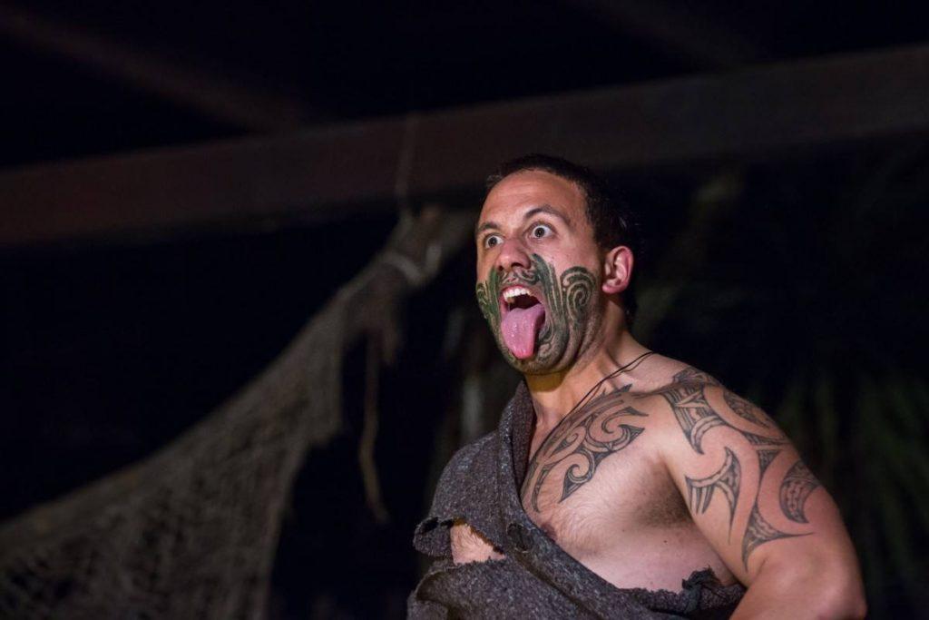 Ukázka tradičního maorského představení.