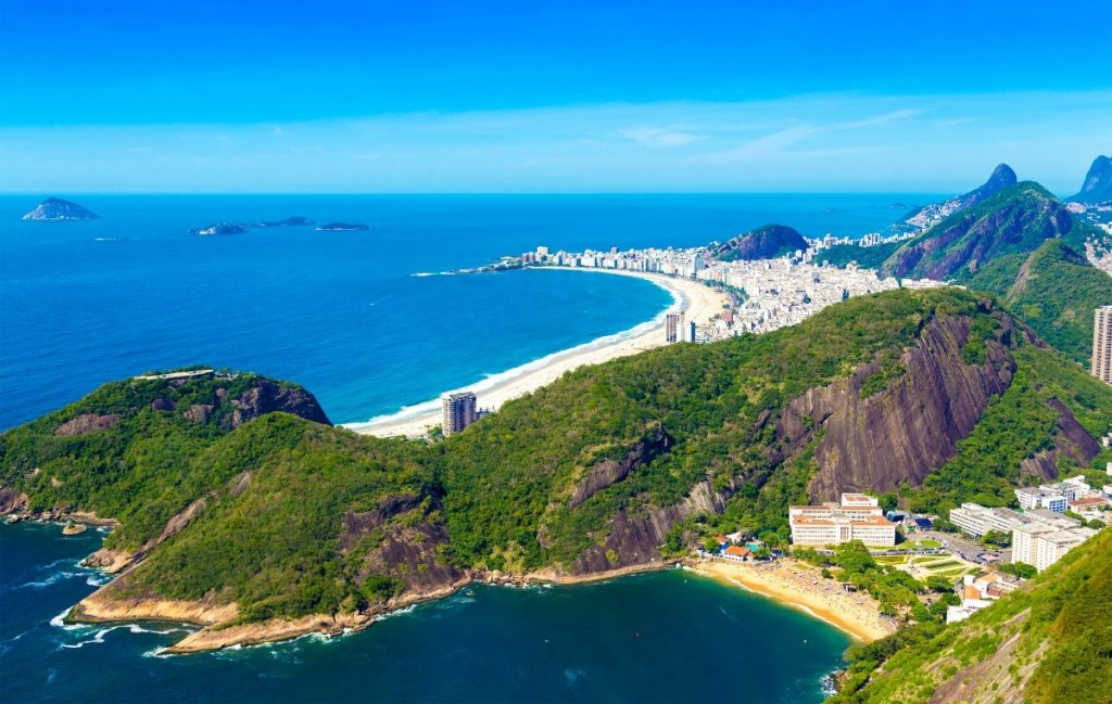 Tři nejvyhlášenější pláže Rio de Janeira: Copacabana, Ipanema a Botafogo.