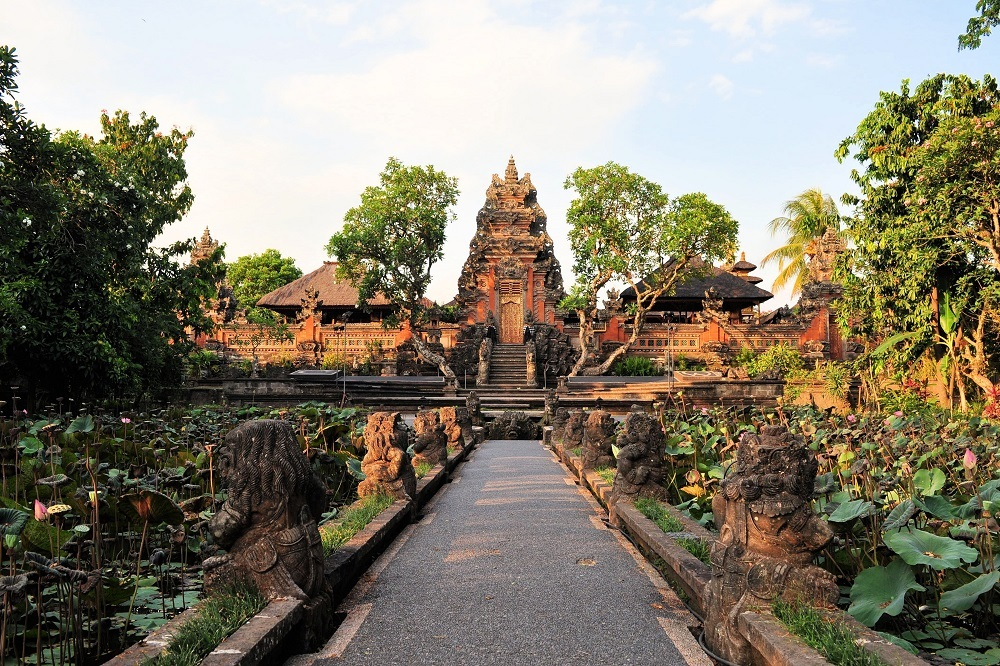 shutterstock_262525919 Lotus pond and Pura Saraswati temple in Ubud