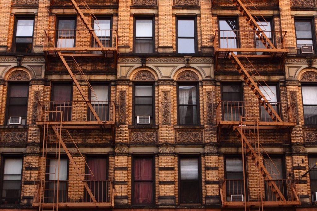 Typické domy v newyorské čtvrti Greenwiche Village.