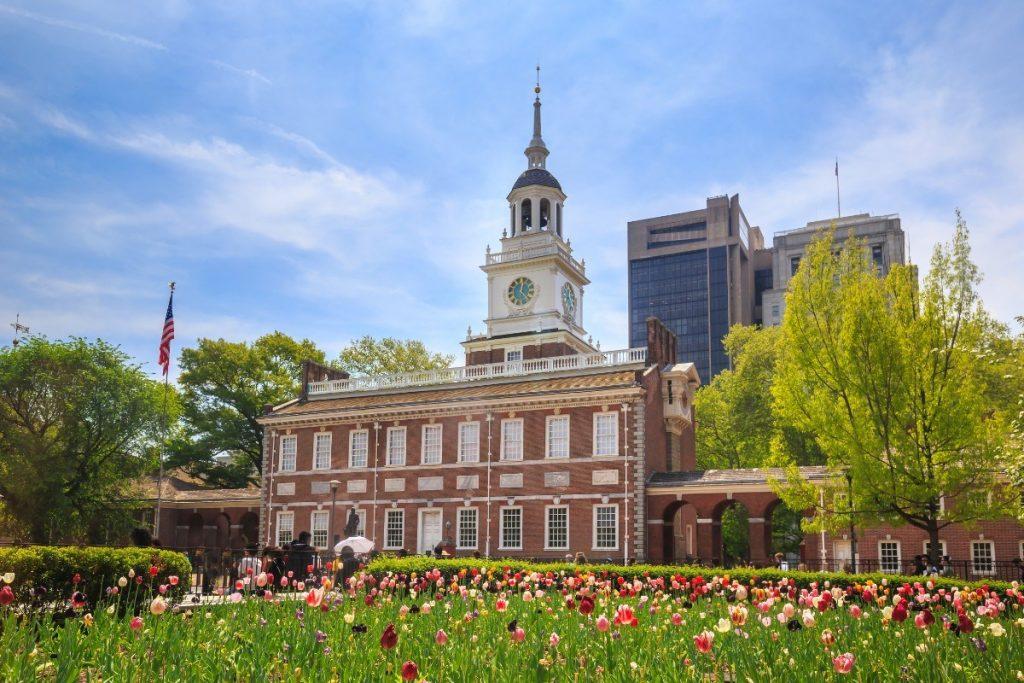 V budově Independence Hall ve Philadelphii byla roku 1776 podepsána Deklarace nezávislosti.