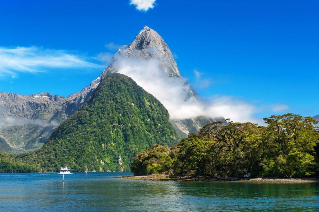 Fjord Milford Sound je jedním z nejkrásnějších míst na Novém Zélandu.