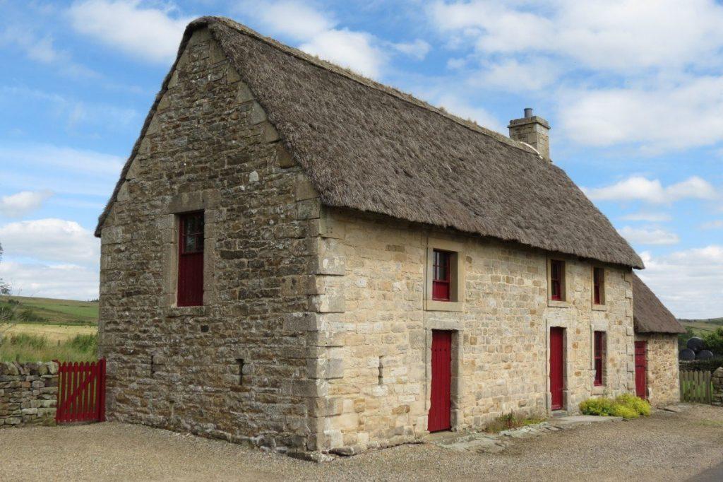 Typické kamenné domy najdete po celé Anglii.
