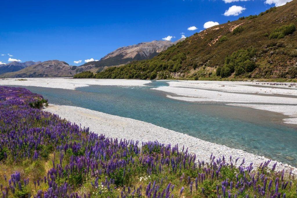 Řeka Bealey River se klikatí národním parkem Arthur´s Pass.