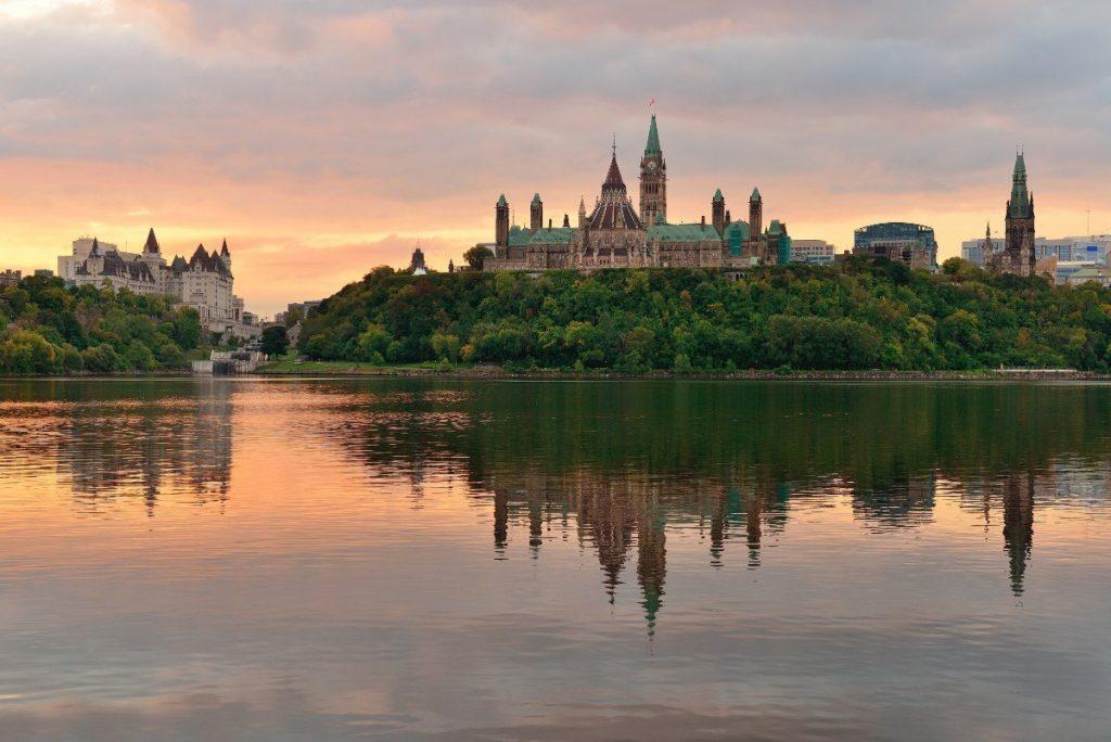 Pohled na probouzející se Ottawu.