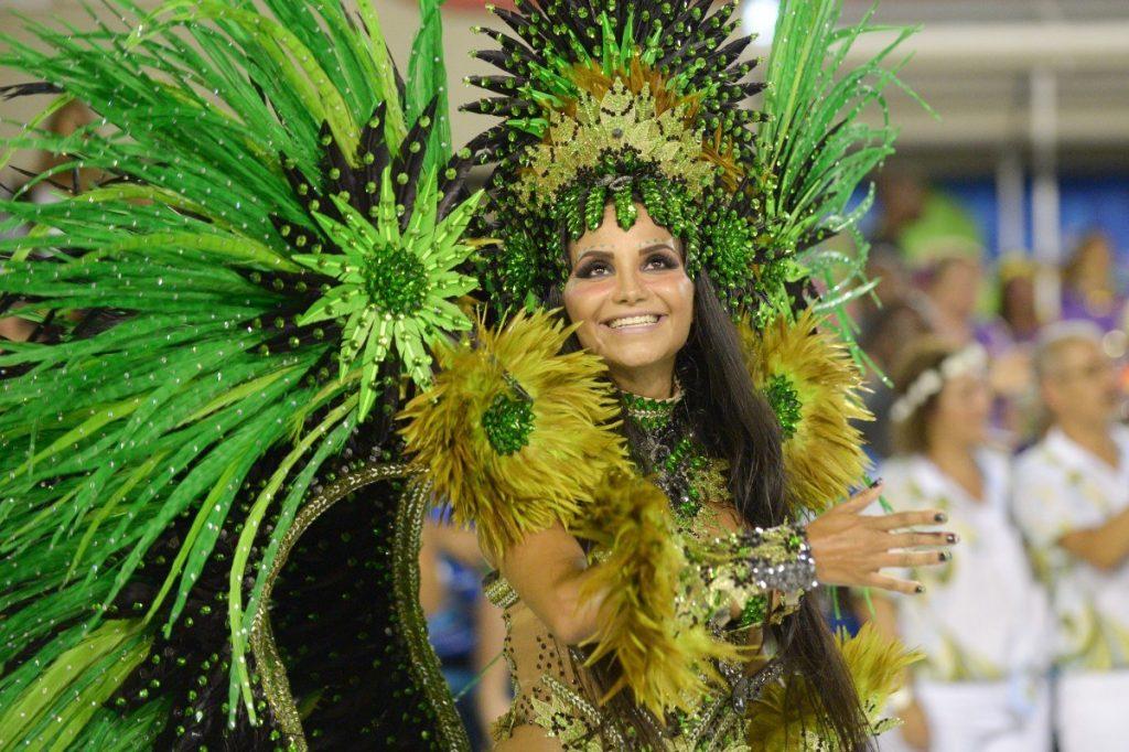 Snad celý svět si spojuje Rio de Janeiro s největším karnevalem světa.