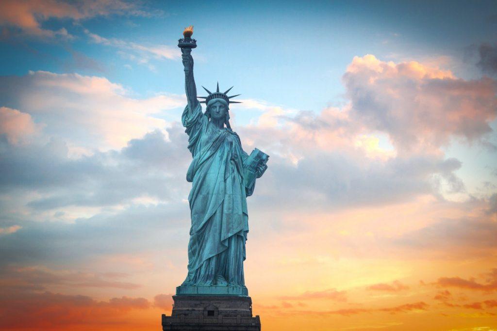 Majestátní Socha Svobody v New Yorku.