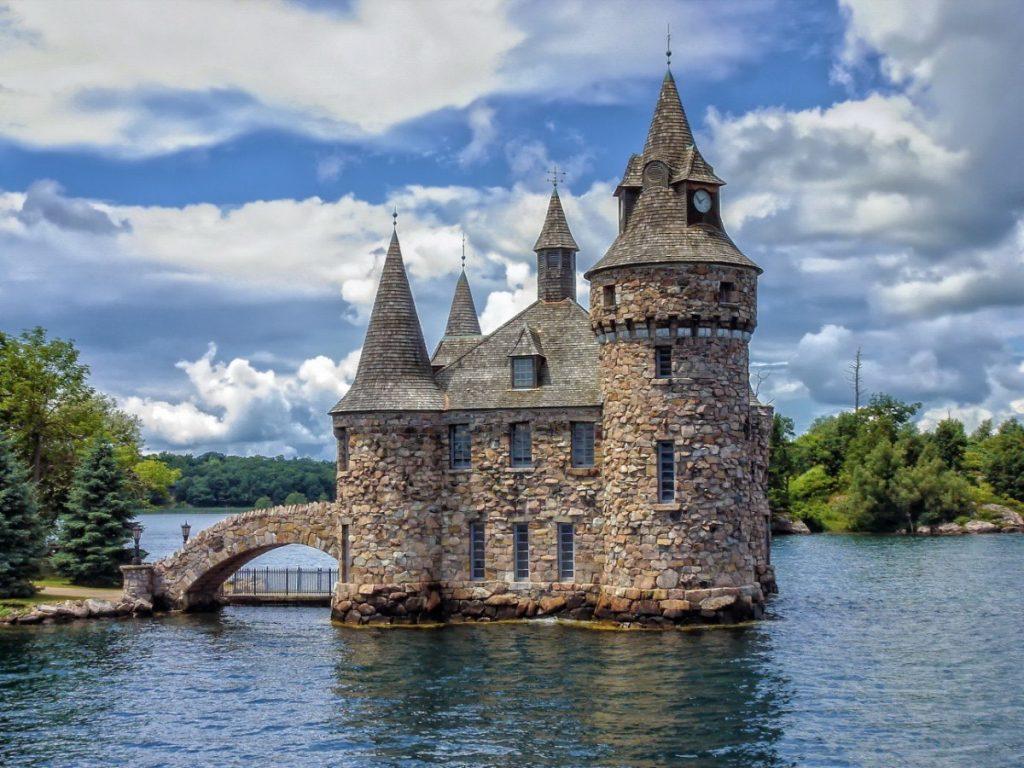 Nedostavěný Boldtův zámek se 120 pokoji najdete v oblasti souostroví Tisíc ostrovů.