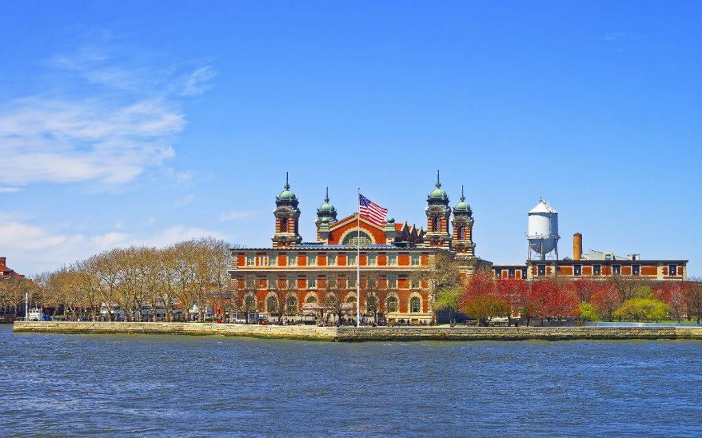 Pohled na newyorský Ellis Island.
