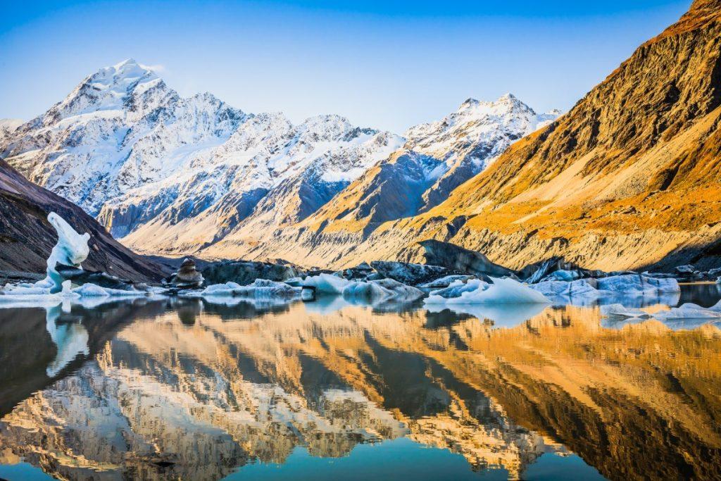 Mount Cook neboli Aoraki je s výškou 3 724 m nejvyšší horou Nového Zélandu