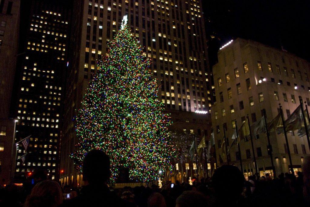 Nejvyhledávanějšmí vánočním stromkem by mohl být právě ten stojící před Rockefellerovým centrem v New Yorku.