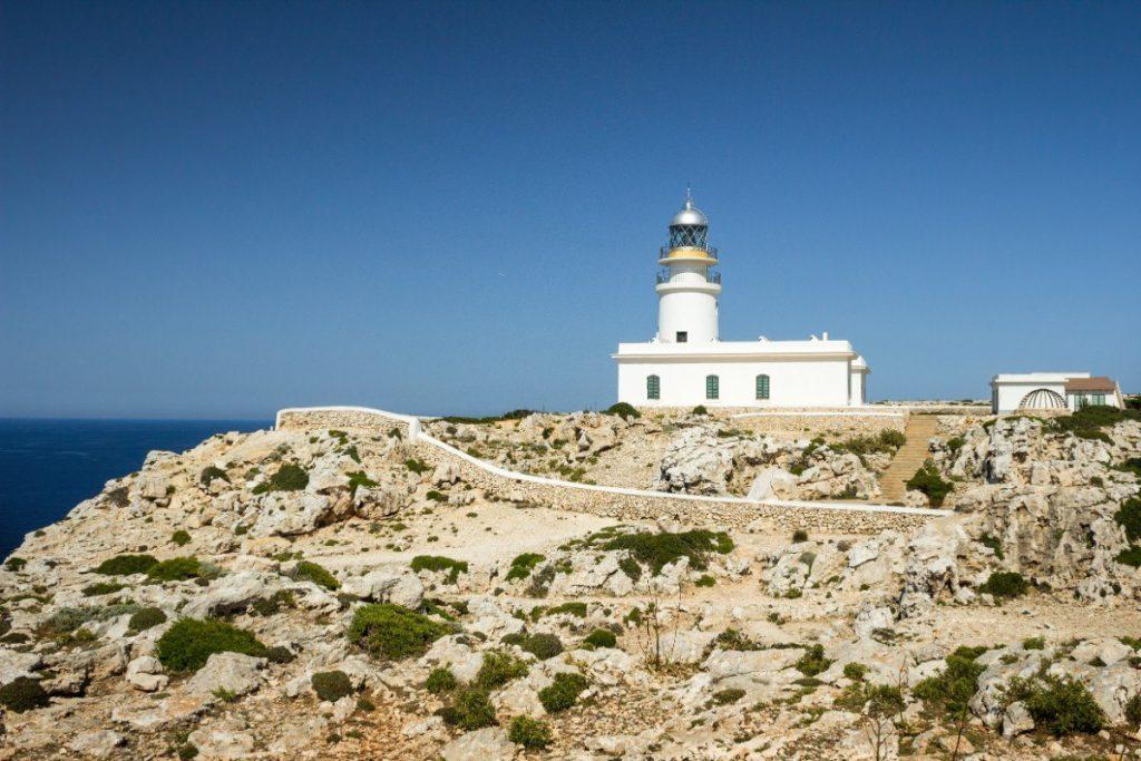 Maják Cavalleria navštívíte během poslední etapy Toulek Menorcou.