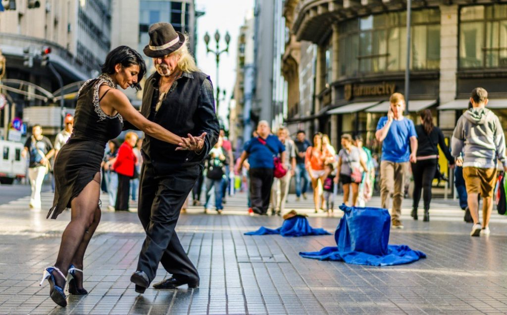 Tango se tančí v Buenos Aires snad úplně všude. Přidáte se také během našeho poznávacího zájezdu také?