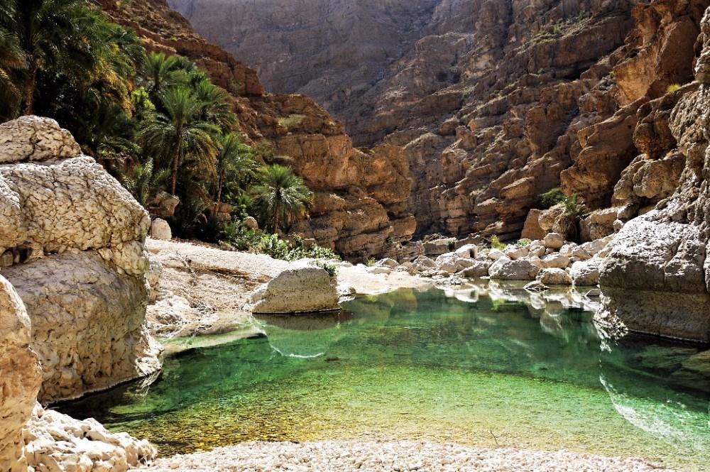 Kaňon Wadi Shab je proslulý soustavou křišťálově čistých jezírek.