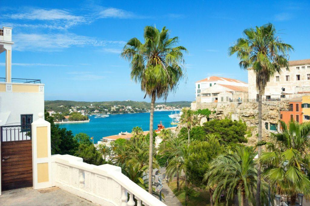 Hlavní město Menorcy - Mahón se pyšní druhým největším přírodním přístavem na světě.