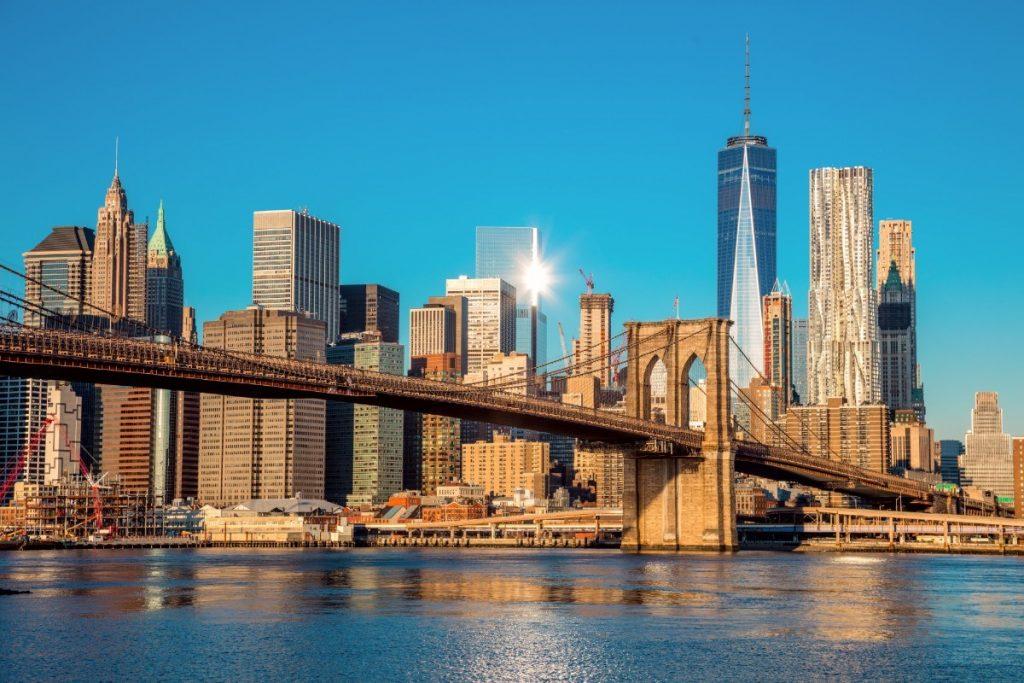Brooklynský most spojuje dvě části New Yorku - Manhattan a Brooklyn.