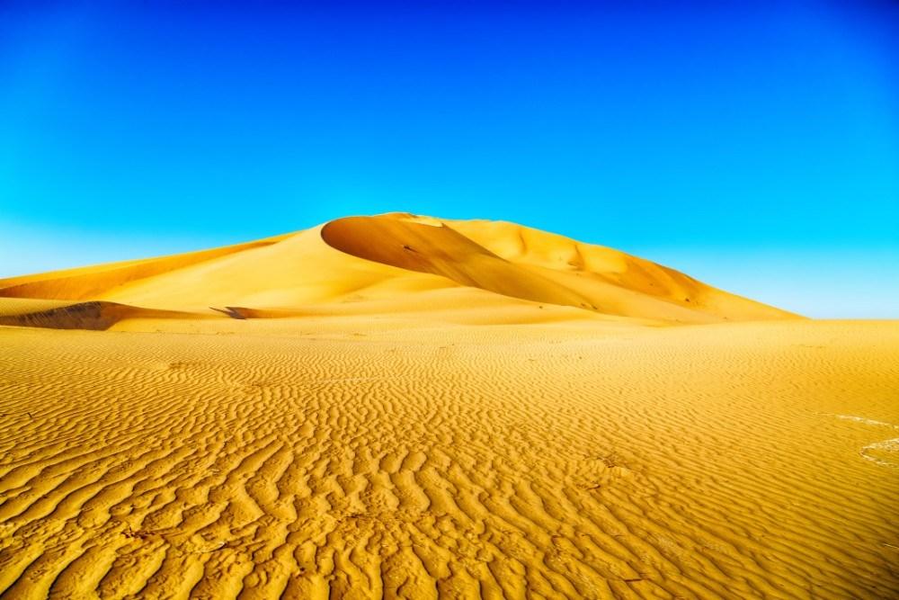 Poušť Rub al-Chálí v Ománu je čtvrtou největší písečnou pouští světa.