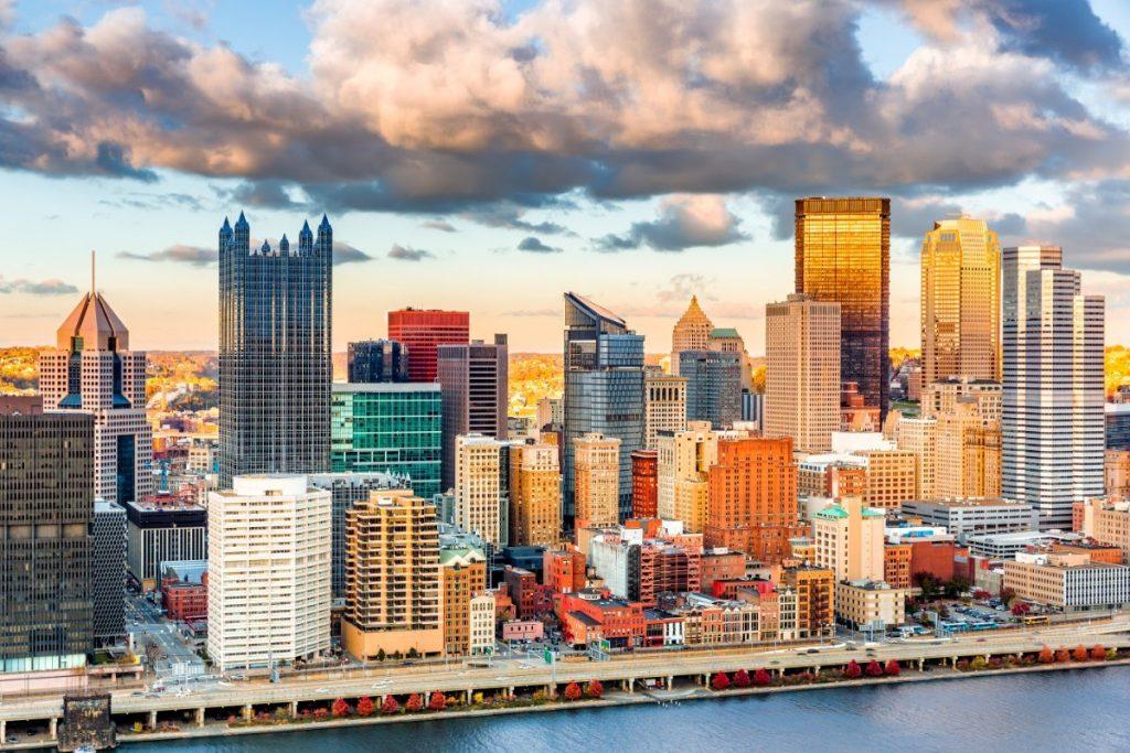 Moderní část kanadského města Pittsburgh.