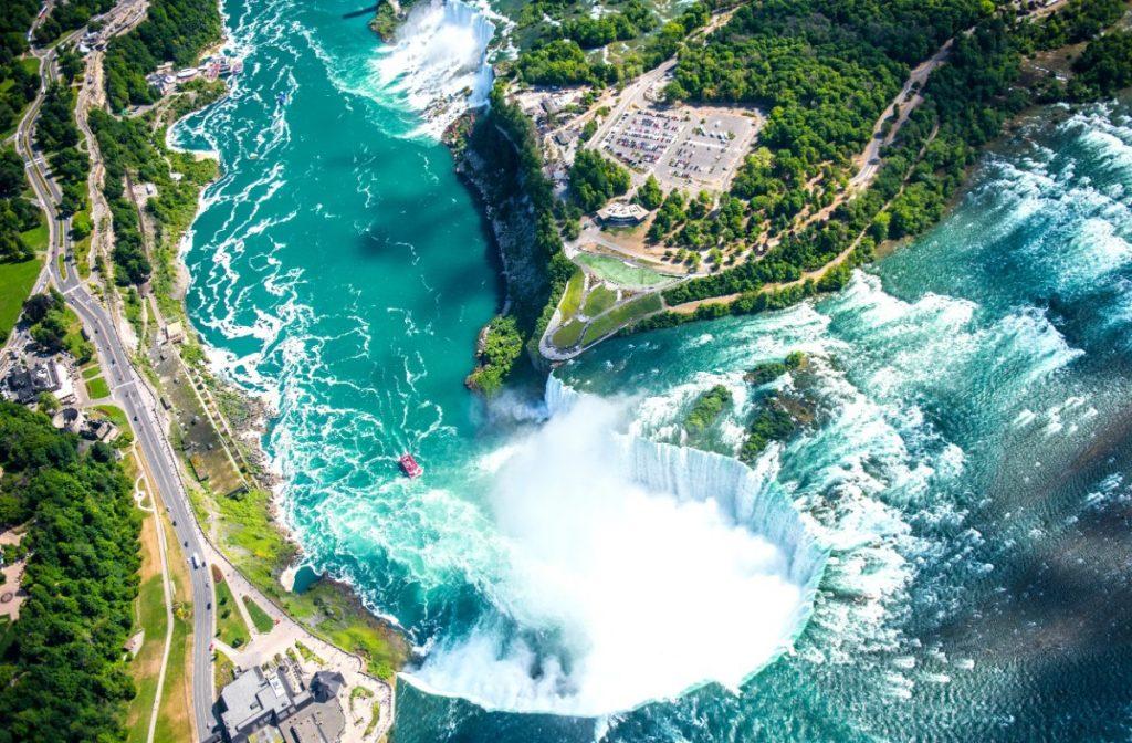 Letecký pohled na Niagarské vodopády.