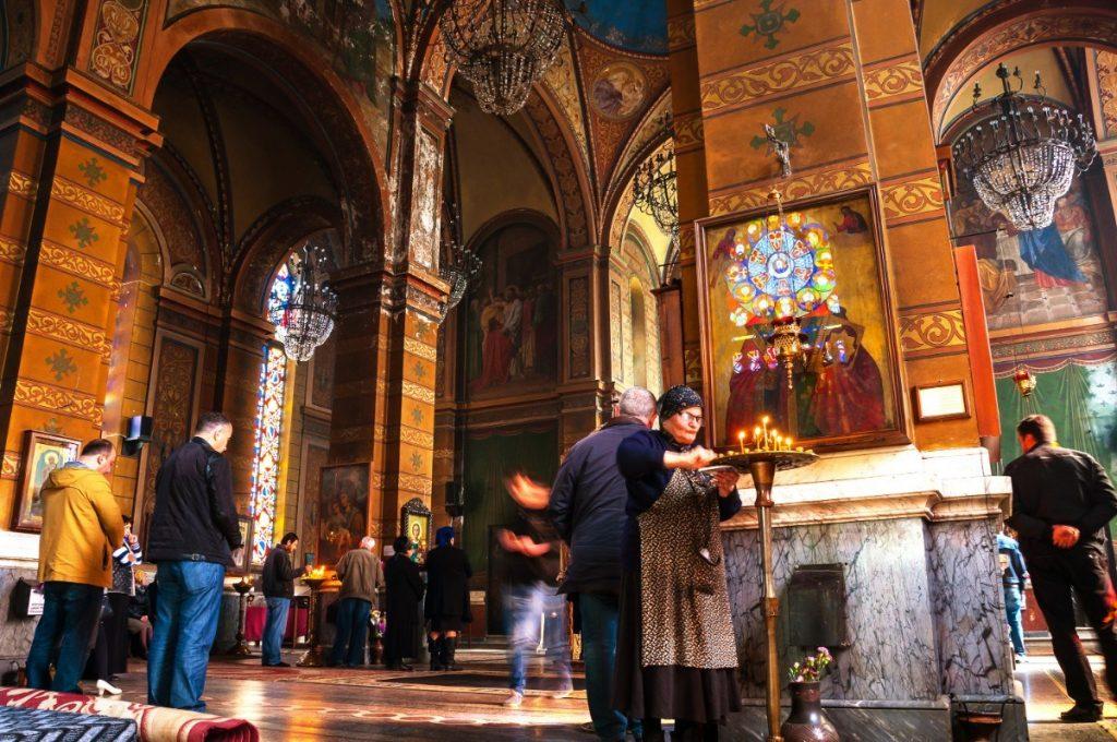 Vnitřní interiér katedrály Matky Boží v Batumi
