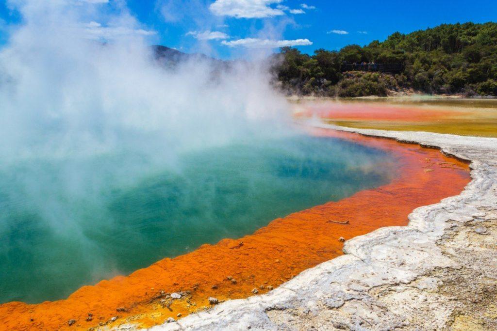 Champagne Pool je považováno za nejfotogeničtější jezero světa.