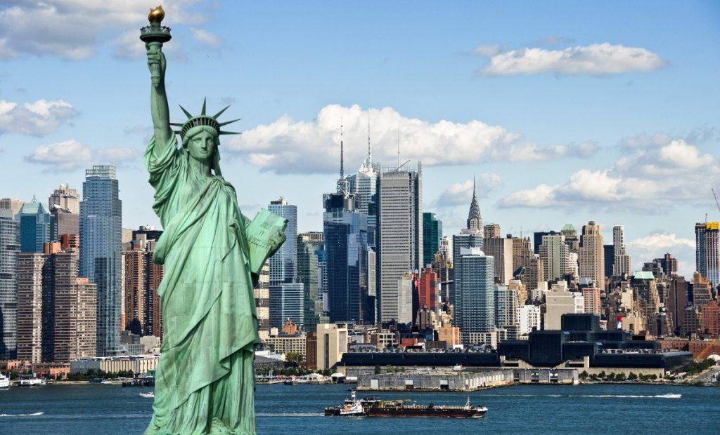 New York se svou dominantou - Sochou Svobody.