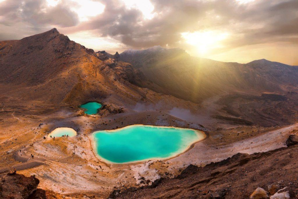 Pohled na Emerald Lakes je snad nejfotografovanější scenérie národního parku Tongariro.